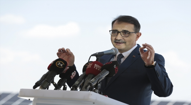Bakan Dönmez, Türkiye'nin yenilenebilir enerjinin merkezi olacağını söyledi: