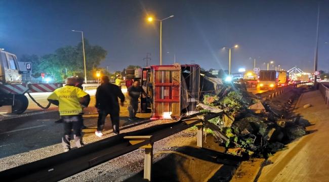 Kocaeli'de sebze yüklü kamyon kamyonete çarptı: 5 yaralı