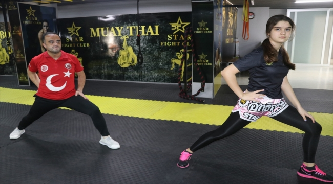 Muaythai milli takım antrenörü, sevdasını aşıladığı kızını şampiyonluklara hazırlıyor