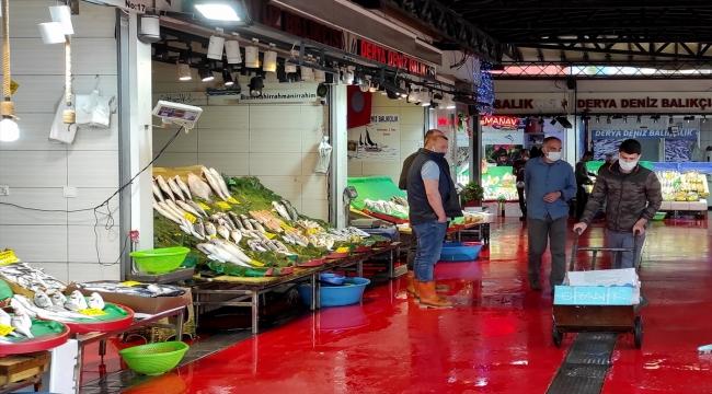 Müsilajın tehlikeli atık olmadığı açıklamasına rağmen balık satışlarındaki düşüş devam ediyor