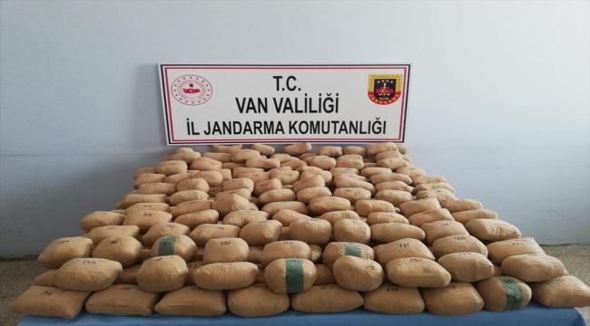 Van'da çuvallar içerisinde araziye gizlenmiş 233 kilo 506 gram eroin bulundu