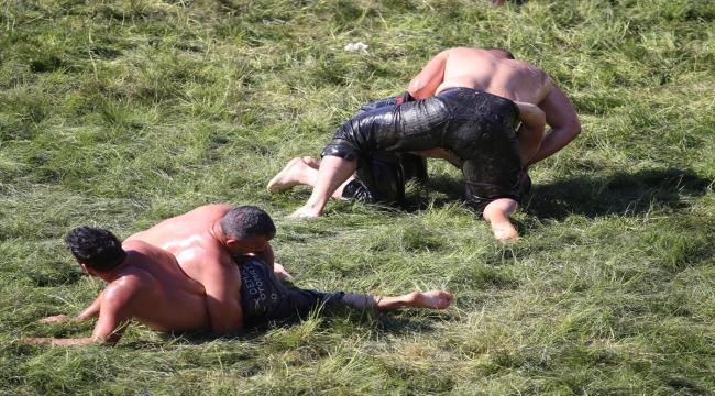 660. Tarihi Kırkpınar Yağlı Güreşleri'nde 2. gün müsabakaları başladı