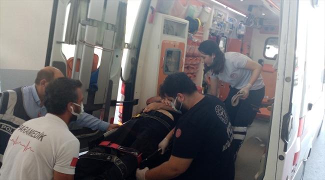 Adana'da kavgaya müdahale eden polis, kamyonetin çarpmasıyla yaralandı