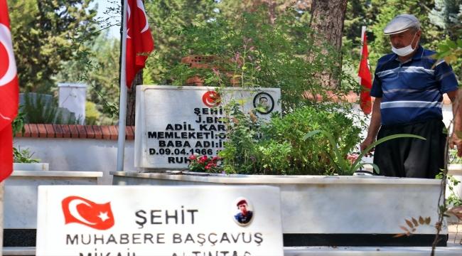 Adana, Mersin, Hatay ve Osmaniye'de şehitliklerde hüzünlü bayramlaşma