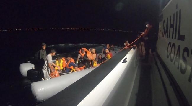 Ayvalık açıklarında motoru arızalanan bottaki 42 sığınmacı kurtarıldı