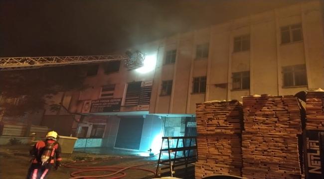 Başkentte 3 katlı iş merkezinde çıkan yangında 1 kişi hayatını kaybetti
