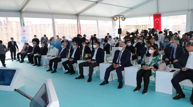 Çevre ve Şehircilik Bakanı Kurum, Çömlekçi Kentsel Dönüşüm Projesi temel atma töreninde konuştu: