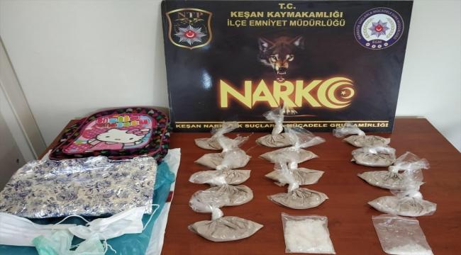Edirne'de arama yapılmak üzere gidilen evin penceresinden atılan çantadan uyuşturucu çıktı