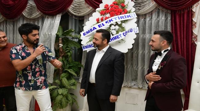Elbistan Festivali'ne konsere gelen sanatçı berberde sitem eden damadın düğününde şarkı söyledi
