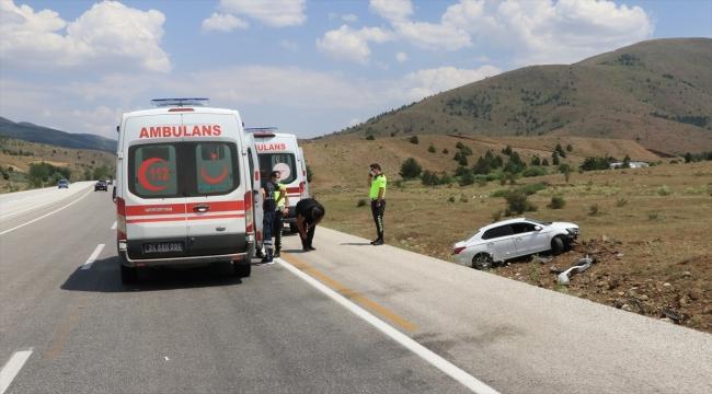 Erzincan'da devrilen otomobildeki 5 kişi yaralandı