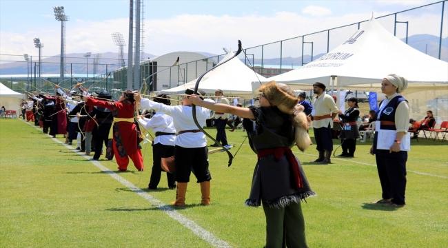 Erzurum'da geleneksel okçuluğun Açık Hava Türkiye Şampiyonası sıralama atışları yapıldı