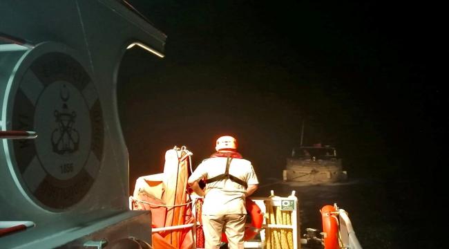 Fethiye açıklarında sürüklenen yattaki 2 kişi kurtarıldı