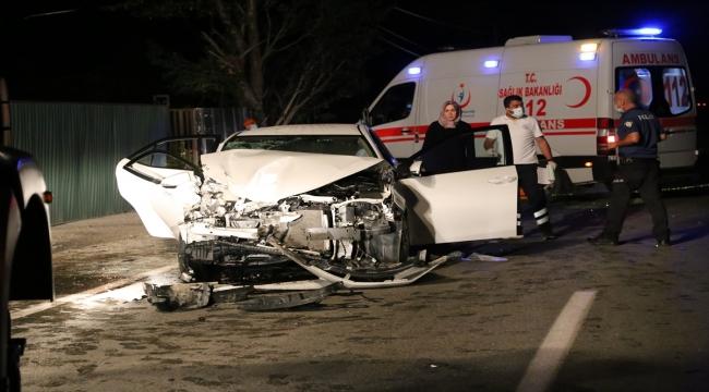 İş makinesine çarpan otomobildeki bir kişi öldü, bir kişi yaralandı