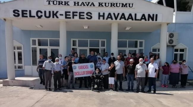 İzmir'de engelliler ilk kez uçuş heyecanı yaşadı