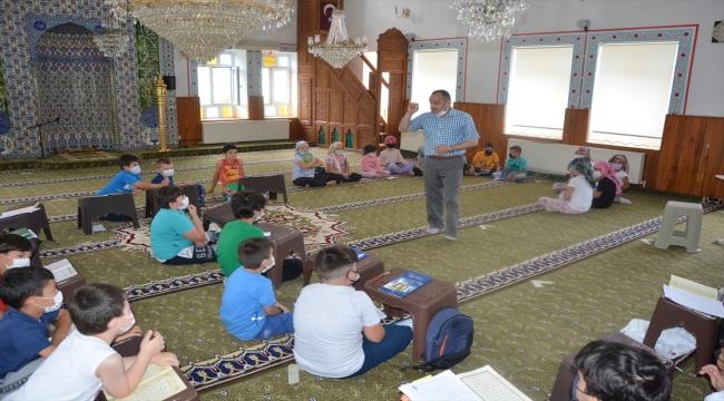 """Kastamonu'da Kur'an kursuna giden çocuklar için ücretsiz """"Cami Market"""" açıldı"""