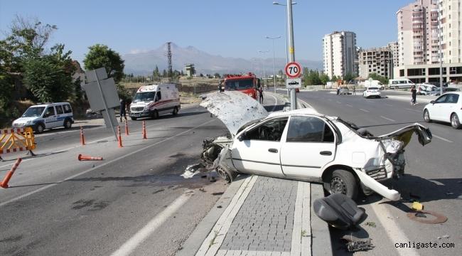 Kayseri Hulusi Akar Bulvarında gerçekleşen trafik kazasında şans eseri kurtuldu