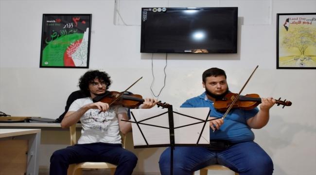 Lübnan'da 73 yıldır mülteci hayatı yaşayan Filistinliler, kimliklerini müzikle korumaya çalışıyor