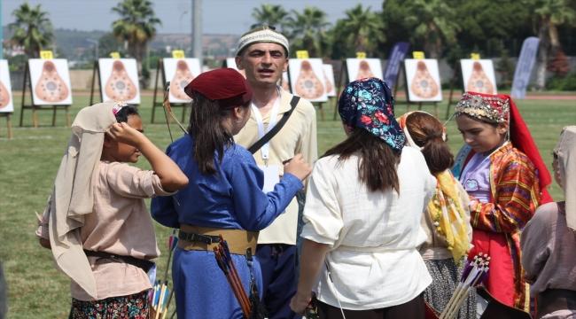 Osmaniye'de, geleneksel okçuluğun Açık Hava Şampiyonası sıralama atışları yapıldı
