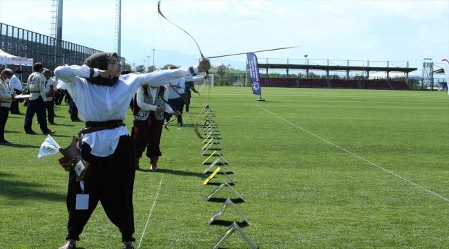 Samsun'da Geleneksel Türk Okçuluğu Açık Hava Türkiye Şampiyonası sıralama atışları yapıldı