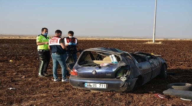 Şanlıurfa'da otomobil şarampole devrildi: 2 ölü, 3 yaralı