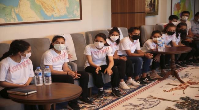 Türkiye'nin konuştuğu genç hentbolcu Merve Akpınar ve arkadaşları spor salonuna kavuşacak