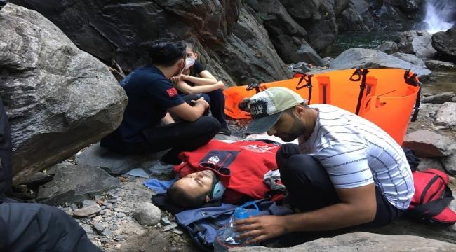 Uludağ'ın eteklerinde şelalede serinlerken düşerek yaralanan kişi helikopterle kurtarıldı