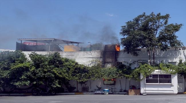 Zeytinburnu'nda bir kafenin mutfağında çıkan yangın söndürüldü