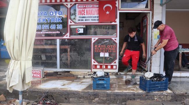 Zonguldak'ta sağanakta derenin taşması sonucu su basan beldede hayat normale dönüyor