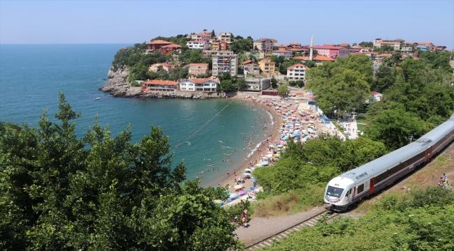 Zonguldak'ta sıcak havadan bunalanlar plajlarda yoğunluk oluşturdu
