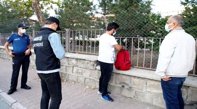 Kayseri'de polis okul önlerinde uyuşturucu denetimi yaptı