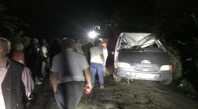 Samsun'da minibüsün devrilmesi sonucu 13 kişi yaralandı