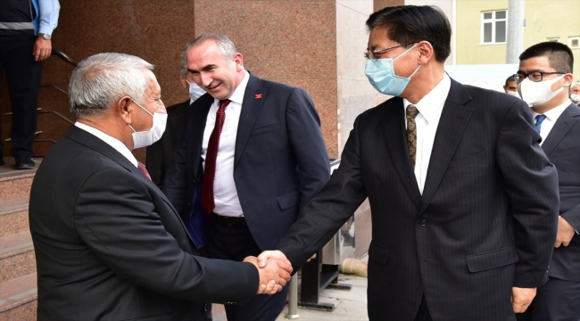 Büyükelçiler Shaobin ile Vaivars, Afyonkarahisar Belediye Başkanı Zeybek'i ziyaret etti