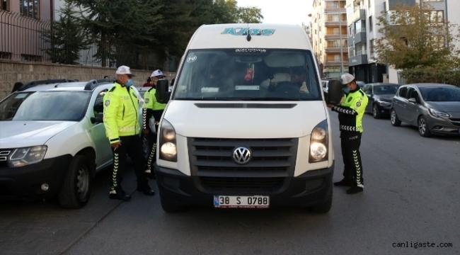 Kayseri'de okul servislerine yönelik denetimde 19 araç trafikten men edildi
